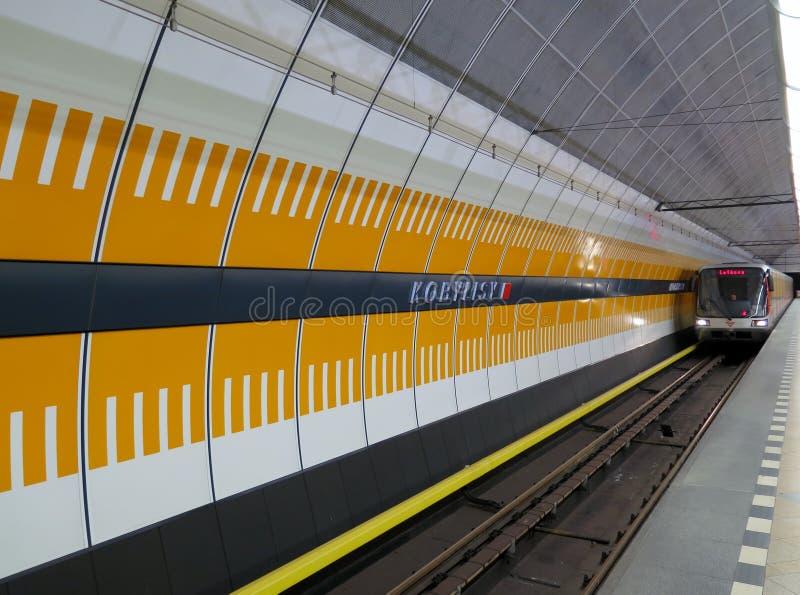 Kobylisy-Metro-Station in Prag (die Tschechische Republik) stockfotografie