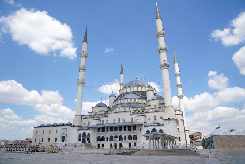 Kocatepe meczet w niebieskiego nieba backgroud zdjęcie royalty free