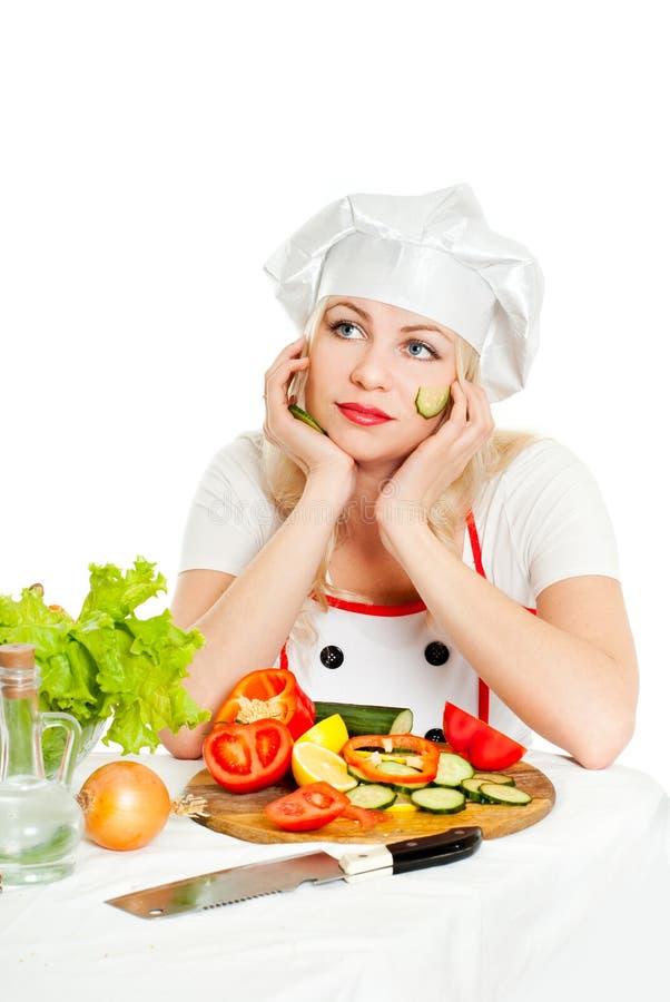 Koch mit Gemüse lizenzfreie stockfotos