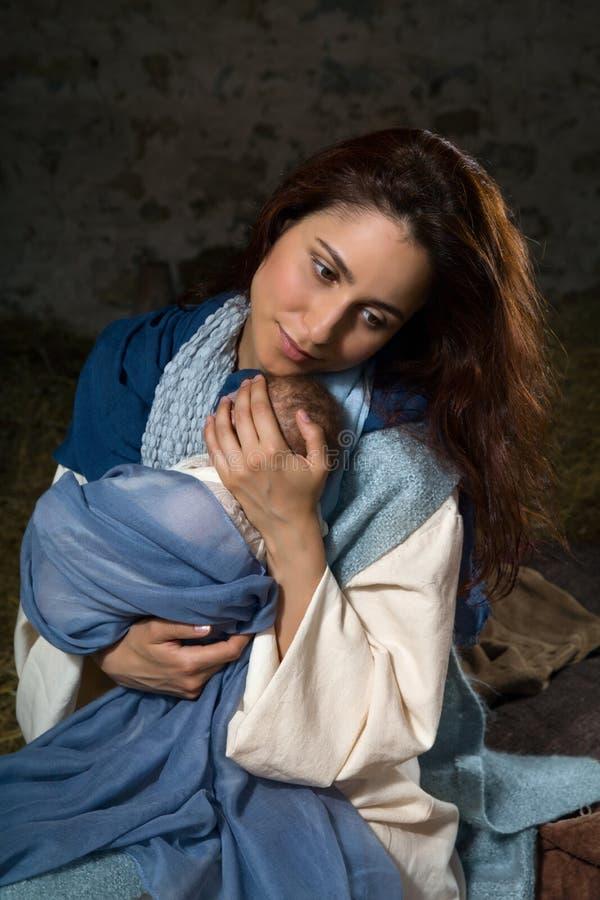 Kochająca matka w narodzenie jezusa scenie obrazy stock