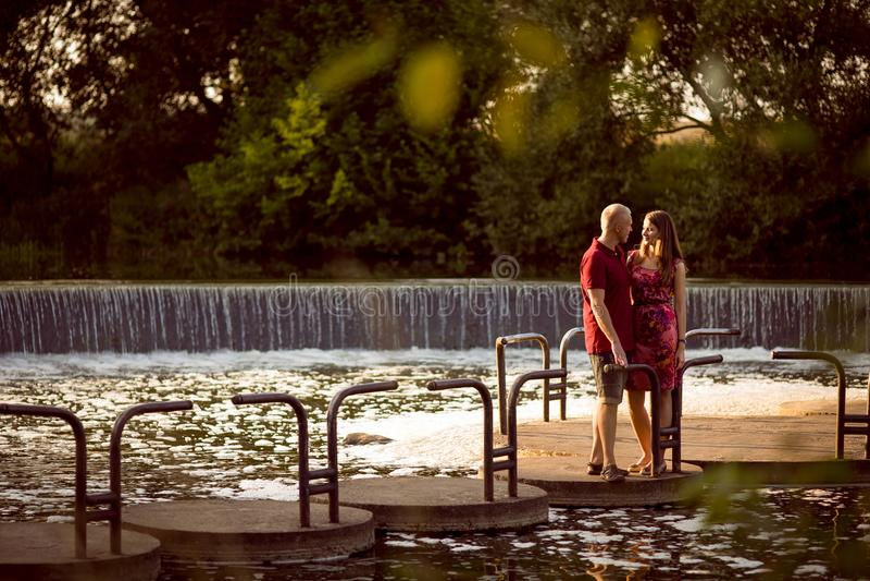 kochający para park obrazy royalty free