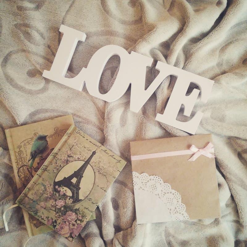 Kocham inskrypcję na pięknym tle z notatnikami zdjęcie stock