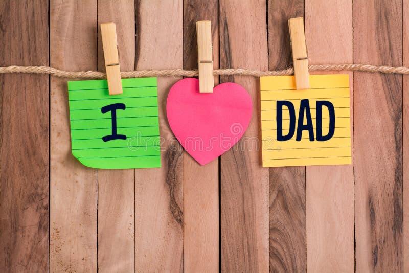 Kocham tata serce kształtującą notatkę zdjęcia stock