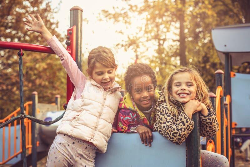 Kochamy zabawę na boisku zdjęcie stock