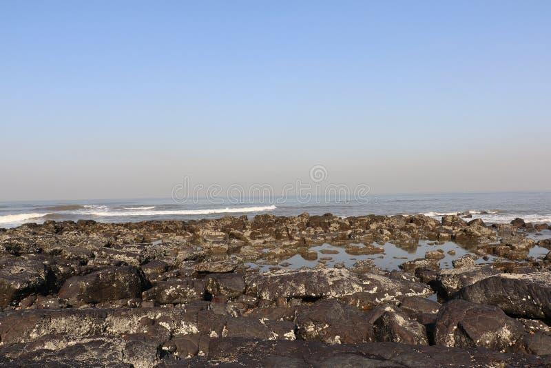 Kochanka punkt Mumbai dla pary Bandstand plaży obrazy stock