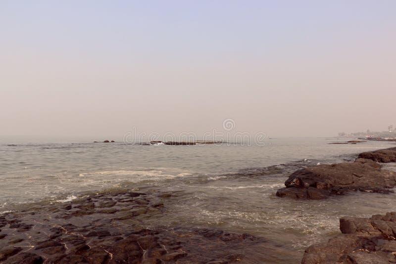 Kochanka punkt Mumbai dla pary Bandstand plaży obraz royalty free