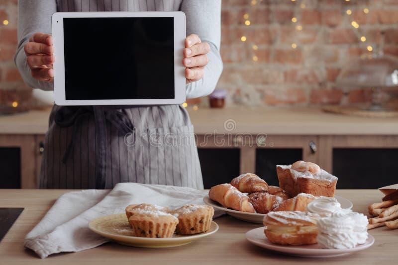 Kochen B?ckerei-Manntablette des Blogs der selbst gemachten s??en stockfoto