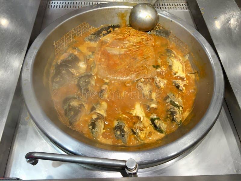 Kochen der Fisch-Suppe lizenzfreies stockbild
