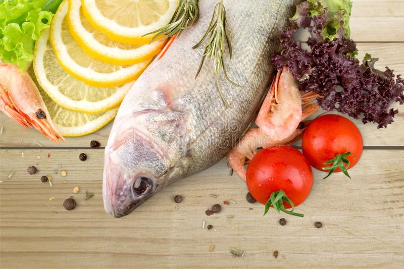 Kochen der Fische stockbild
