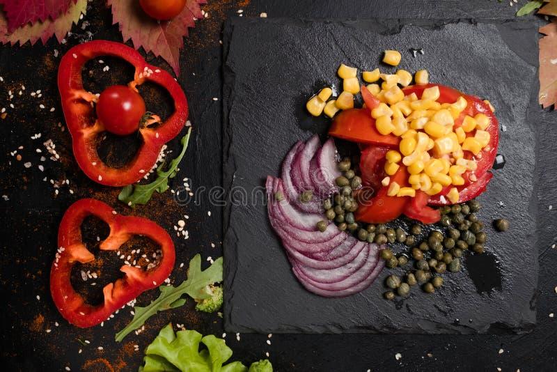 Kochen der strengen Diät des Salats des Rezeptstrengen vegetariers lizenzfreies stockfoto