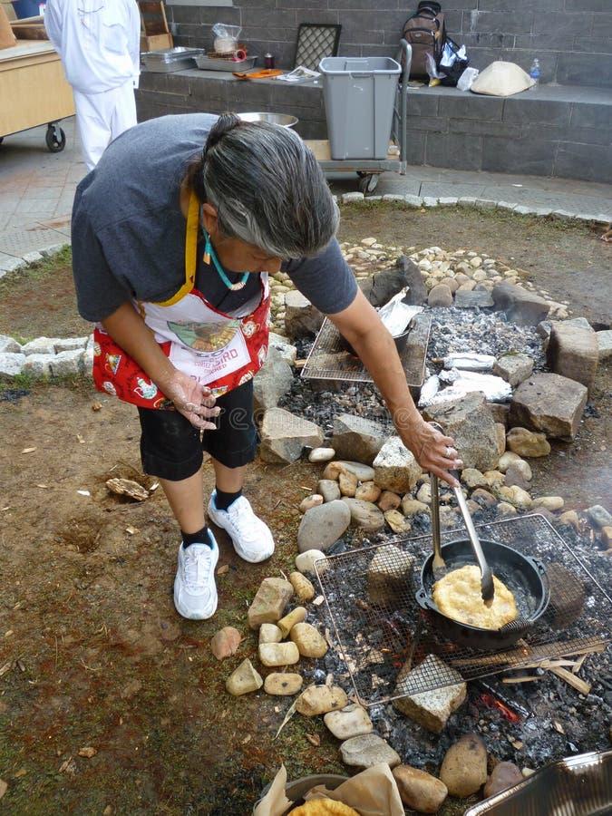 Kochen des Brotes lizenzfreie stockfotos