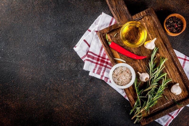 Kochen von Kräutern und von Gewürzhintergrund stockfoto