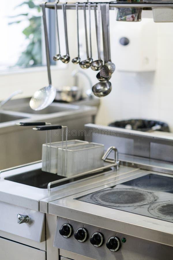 Kochende Geräte des Küchenrestaurantarbeitsplatzes stockfotografie