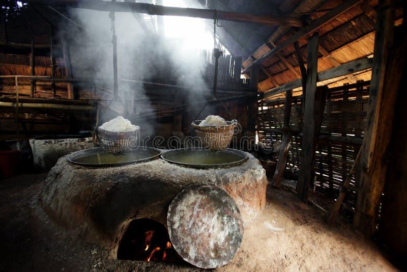 Kochendes Steinsalz stockbild