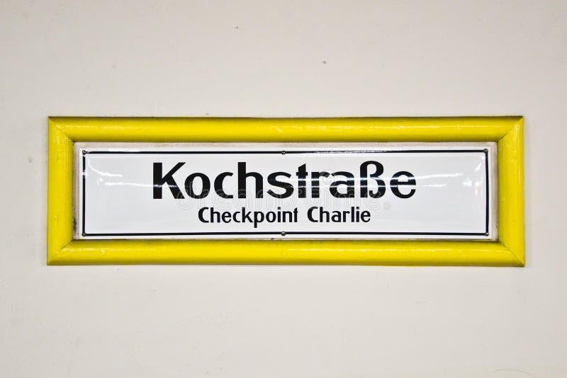 Kochstrasse testpunkt charlie, Berlin Germany royaltyfria bilder