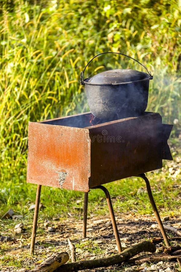 Kocioł na grillu zdjęcia stock