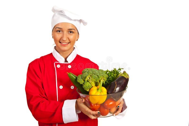 Kockkvinna med grönsaker royaltyfri bild