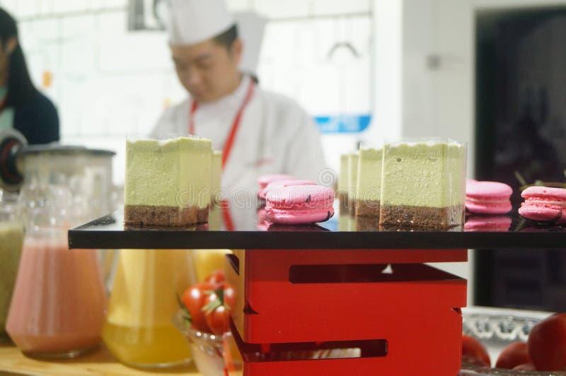 Kocktolkning av köktillförsel royaltyfri bild