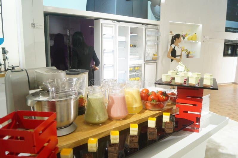 Kocktolkning av köktillförsel arkivfoto