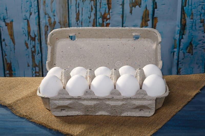 Kocowań jajka na drewnianym tle obraz stock