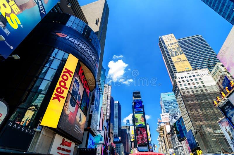 Kodaka znak i billboardy times square wzdłuż Broadway. obrazy stock