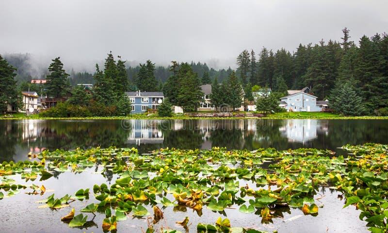 Kodiak Lilly sjö, sjöflygplangrund, Kodiak royaltyfria bilder