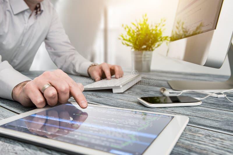 Kodierungscodeprogramm-Berechnungskodierer entwickeln Entwicklerentwicklung lizenzfreies stockfoto