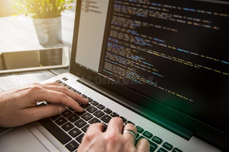 Kodierungscodeprogramm-Berechnungskodierer entwickeln Entwicklerentwicklung lizenzfreies stockbild