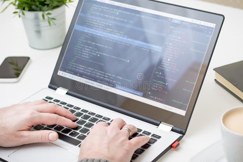 Kodierungscodeprogramm-Computerkodierer entwickeln Entwicklerentwicklung lizenzfreie stockbilder