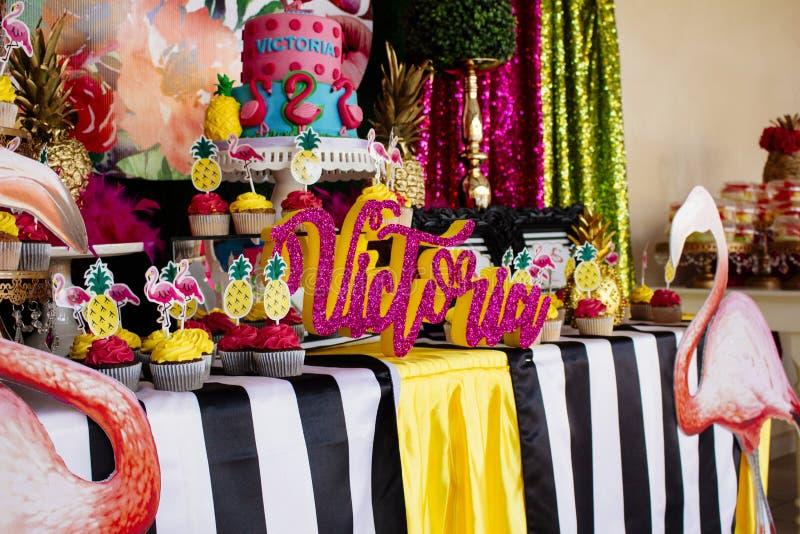 5 koek de Verjaardag van Victoriain Juli stock afbeelding