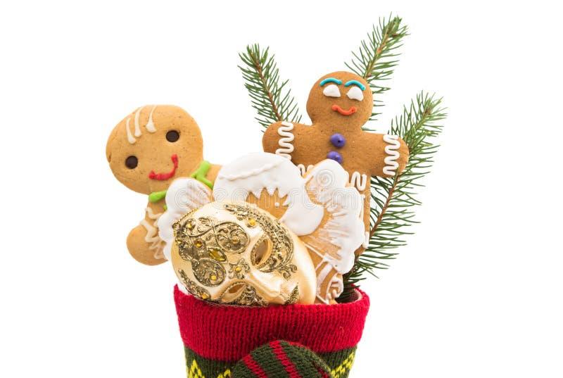 Koekjes in een geïsoleerde Kerstmissok stock afbeelding