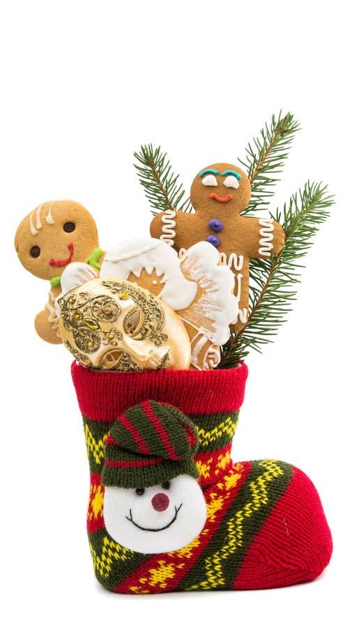 Koekjes in een geïsoleerde Kerstmissok royalty-vrije stock afbeelding
