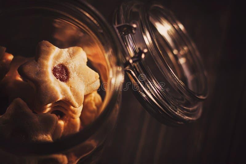 Koekjes in een glaskruik stock fotografie