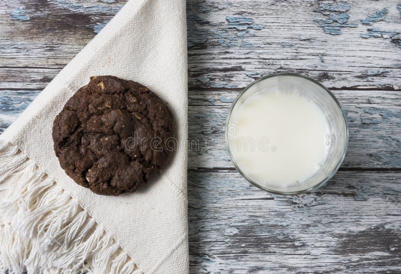 Koekjes en melk royalty-vrije stock afbeelding