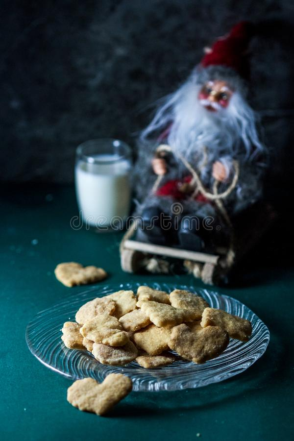 Koekjes en melk voor Santa Claus royalty-vrije stock foto
