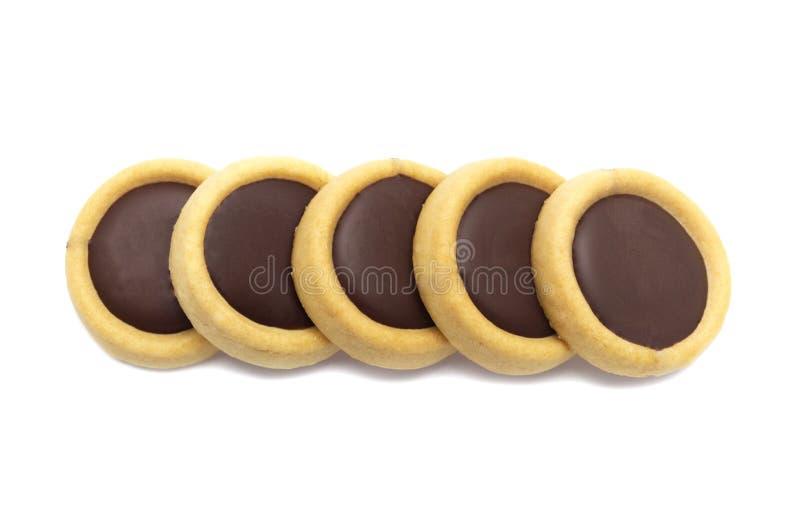 Koekjes knapperige koekjes met karamel & chocolade op smaak gebrachte het bedekken choco plus stock afbeeldingen