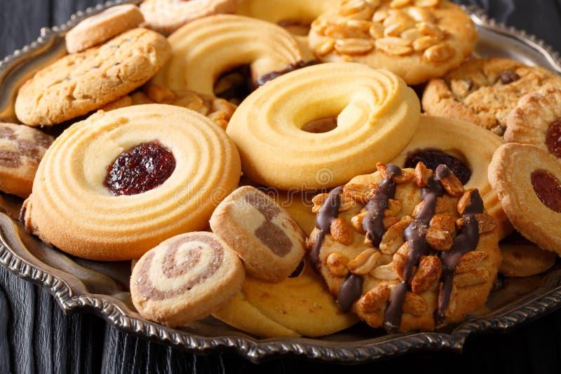 Koekjesmengeling met noten, chocolade, horizontale geleiclose-up, stock afbeeldingen