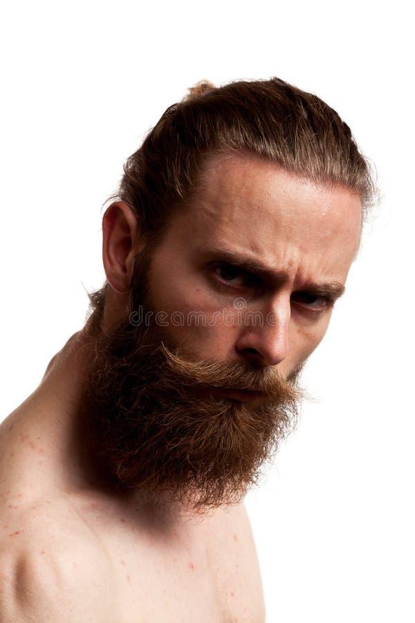 Koel hipster kerel met lange baard over witte achtergrond stock foto