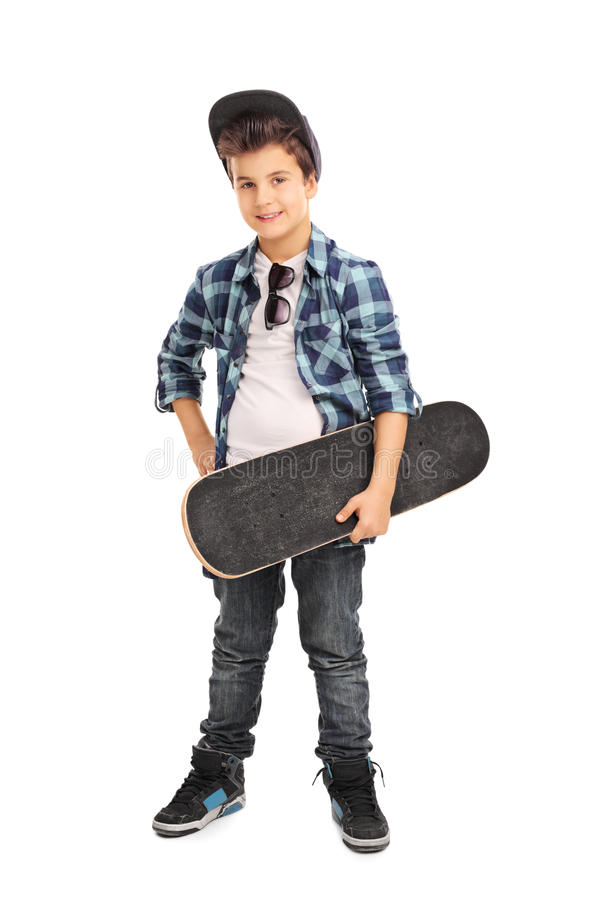 Koel weinig jong geitje houdend een skateboard stock afbeeldingen
