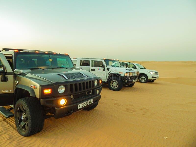 Koele auto's in de woestijn in Noord-Afrika royalty-vrije stock fotografie