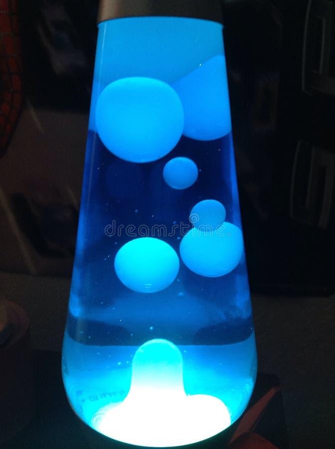 Koele blauwe lavalamp stock foto's