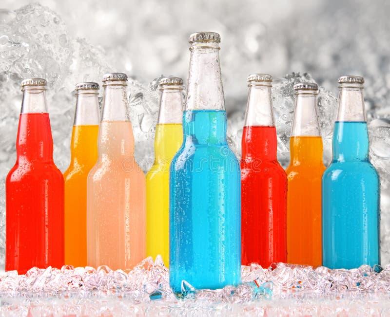 Koele de zomerdranken met ijs stock foto