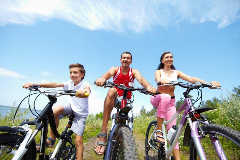 Koele fietsers stock foto's