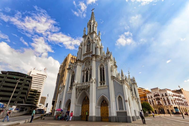 Koele gotische kerk stock foto's