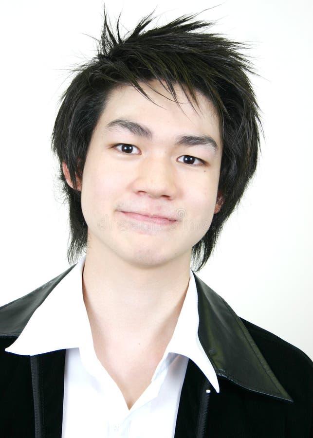 Koele jonge Aziatische kerel stock fotografie