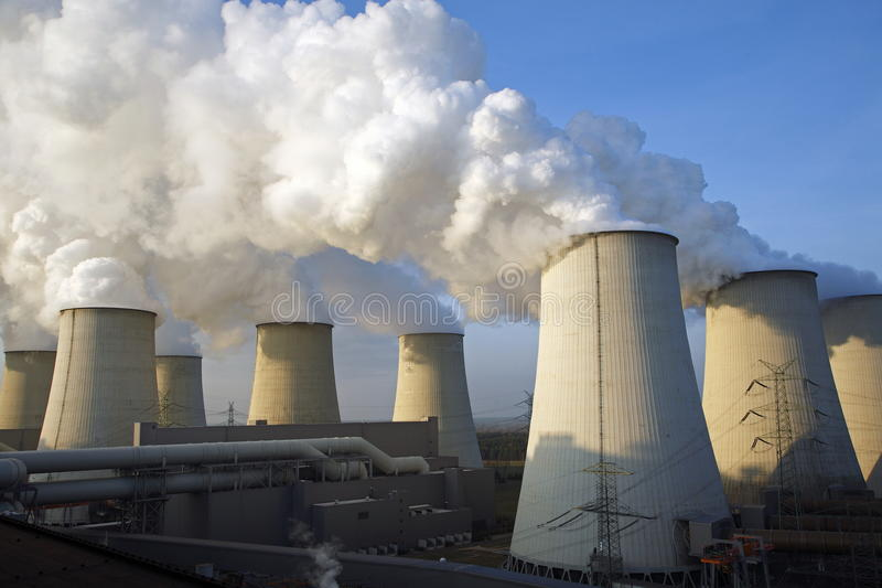 Koelers van een krachtcentrale stock foto's