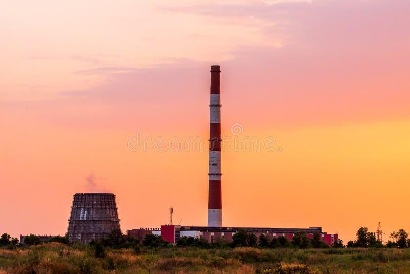 Koeltoren van thermische elektrische centrale stock foto
