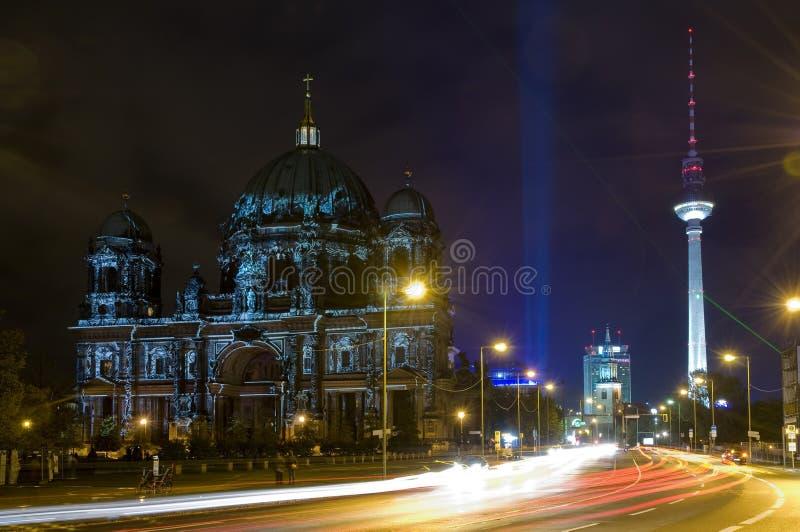 Koepel in Berlijn bij nacht royalty-vrije stock foto's