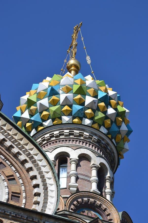 Koepel van orthodox Na Krovi van kerkkuuroorden royalty-vrije stock fotografie