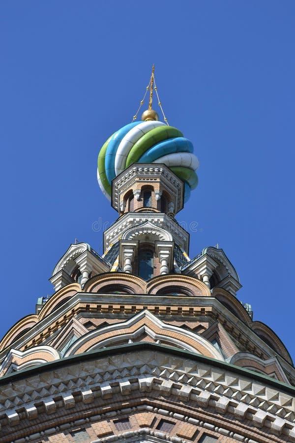 Koepel van orthodox Na Krovi van kerkkuuroorden royalty-vrije stock foto's